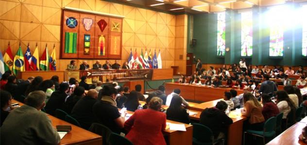 """Asistentes en la inauguración del evento """"Conferencia Internacional de Investigación en Comunicación"""" en el Paraninfo de la Universidad Andina Simón Bolívar."""